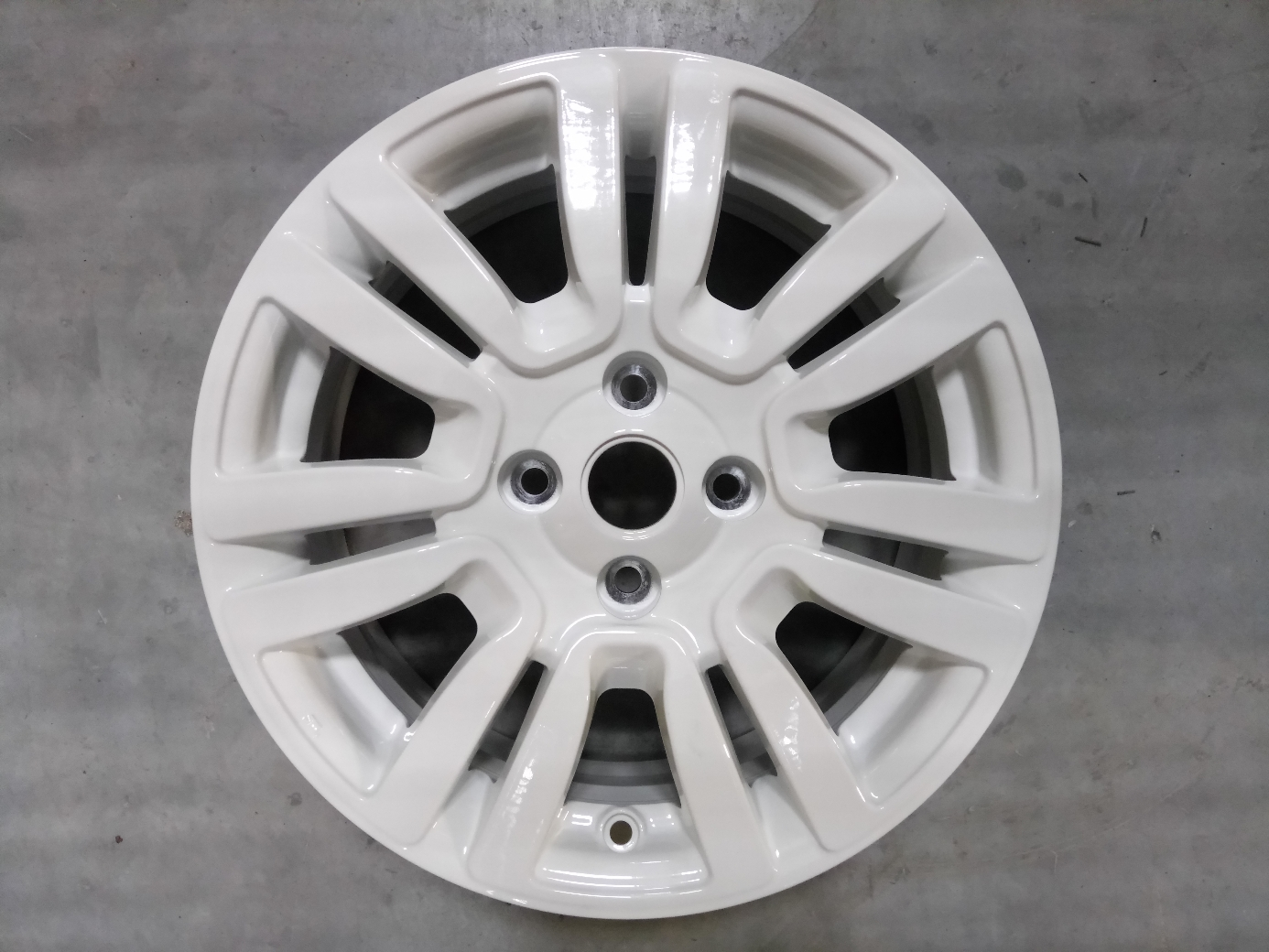 Gyári 4X100 6X15 ET43 56.6 FIAT GRANDE PUNTO white